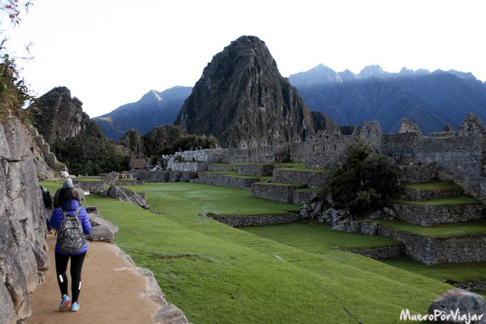 Si subes a primera hora podrás pasear tranquilamente por el Machu Picchu