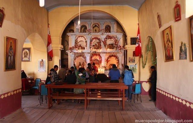 Interior de la iglesia de la isla