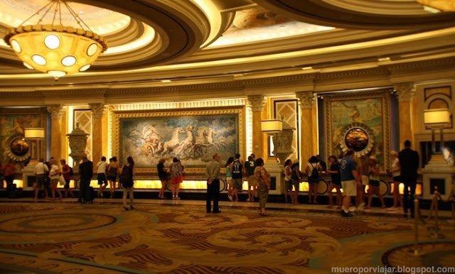 El interior del Hotel Caesar Palace es impresionante, un nivel de detalle digno de museo