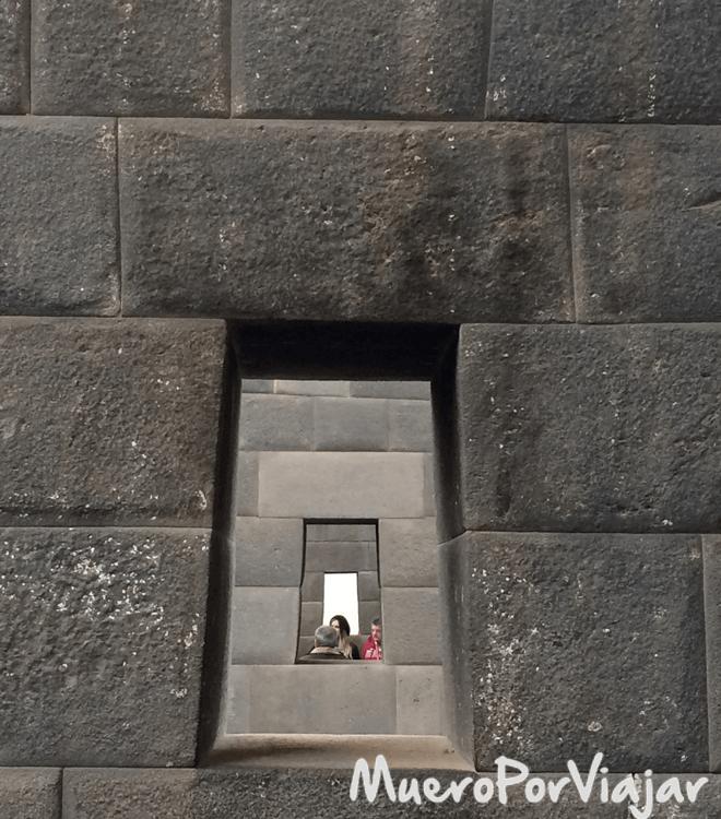 Ventanas alineadas en el museo de Koricancha