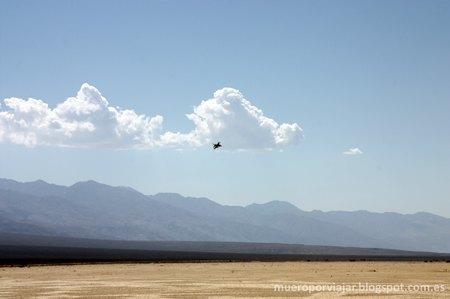 Un caza americano sobre volando nuestra posición, nos asustamos pero solo un poco