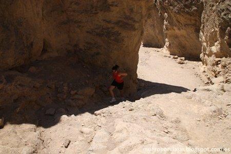Hay que procurar ir por la sombra todo lo que se pueda, el calor es extremo en esta zona