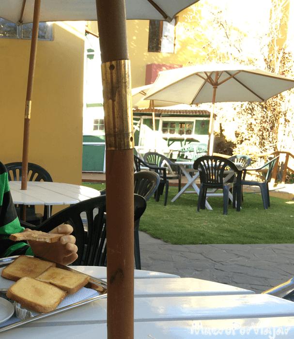 Desayuno en el jardín del hotel