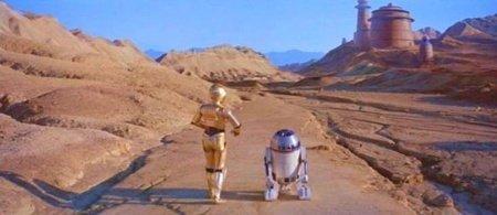 C3PO y R2D2 camino a la guarida de Jabba el Hutt en El Retorno del Jedi