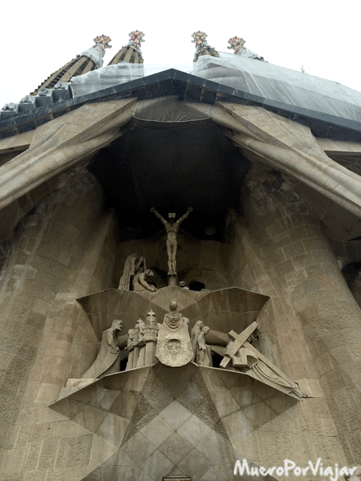 la fachada de la Pasión de la Sagrada Familia
