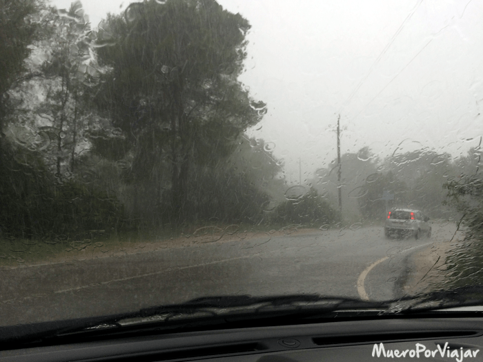Durante el viaje nos pilló tormenta y el coche se comportó muy bien