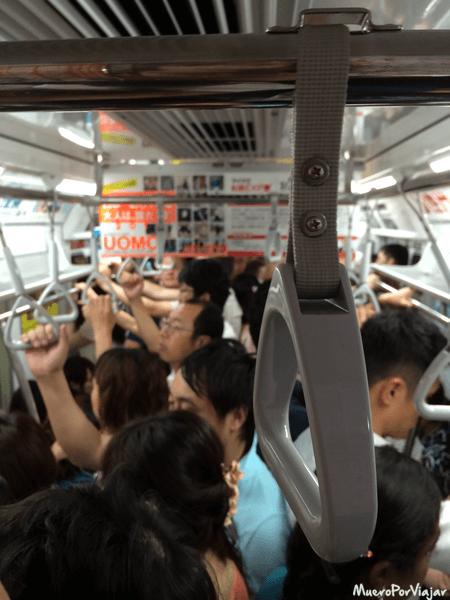 Si no has ido en el metro de Tokyo en hora punta, no has hecho un viaje a Japón
