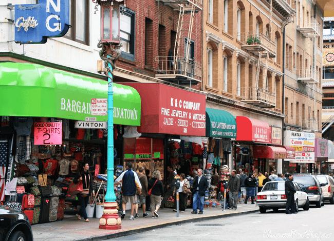 Siempre hay movimiento en el barrio de Chinatown de San Francisco