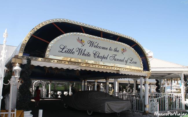 En la Little White Chapel de Las Vegas puedes seleccionar la opción de paseo en descapotable por la ciudad