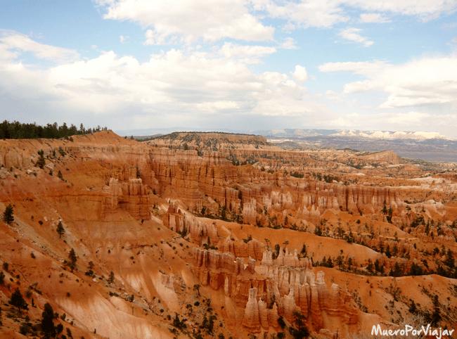 A causa de la erosión, Bryce Canyon posee unas espectaculares agujas de roca y los anfiteatros en forma de herradura