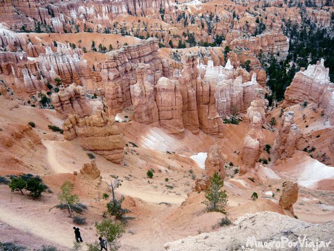 Se puede pasear por todo el parque Bryce Canyon