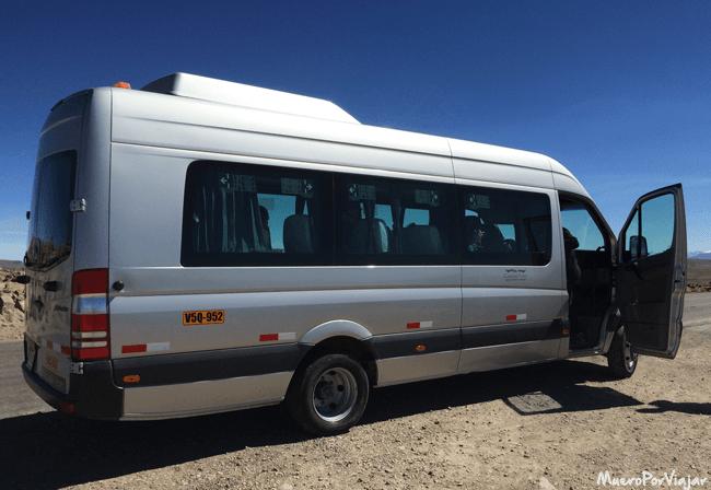 Uno de los minibuses que utilizamos en nuestro viaje por Perú