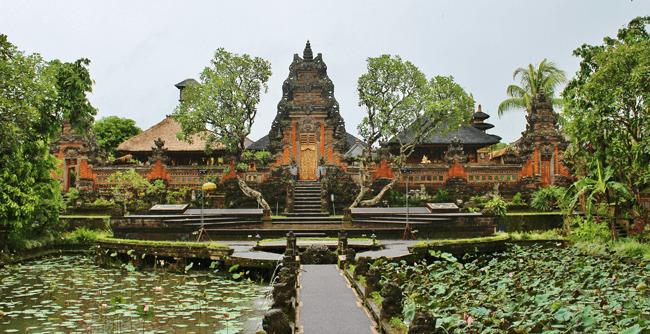Uno de los espectaculares templos de Ubud en Indonesia