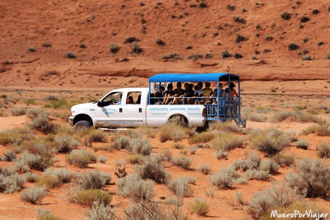 La furgoneta de transporte hacia Antelope Canyon en Utah
