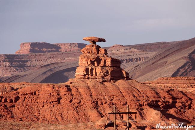 Algo apartado pero una estructura muy curiosa es Mexican Hat Rock
