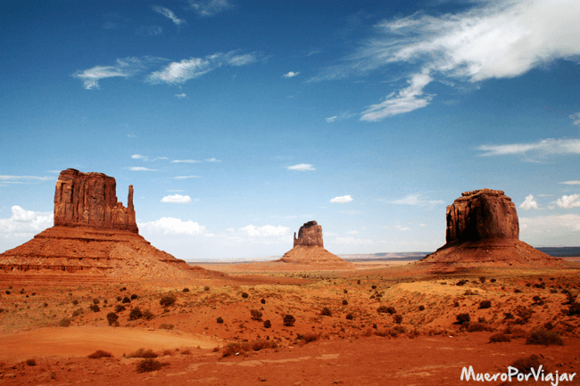 Famosa estampa de The Mittens and Merrick Butte en Monument Valley