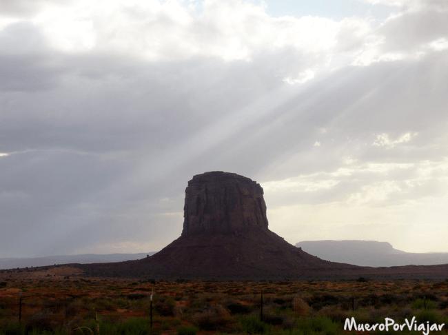 Las vistas que se pueden obtener en Monument Valley son muy hermosas, como esta de The Hub (el cubo)