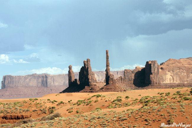 Imagen de Totem Pole and Yei Bi Chei en Monument Valley