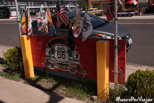La Route 66 esta muy presente en todas partes, es el gran reclamo del pueblo