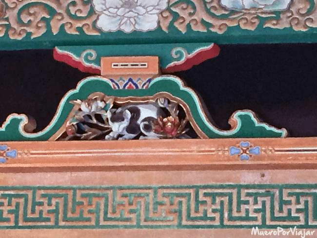 El gato durmiente en el Santuario Toshogu