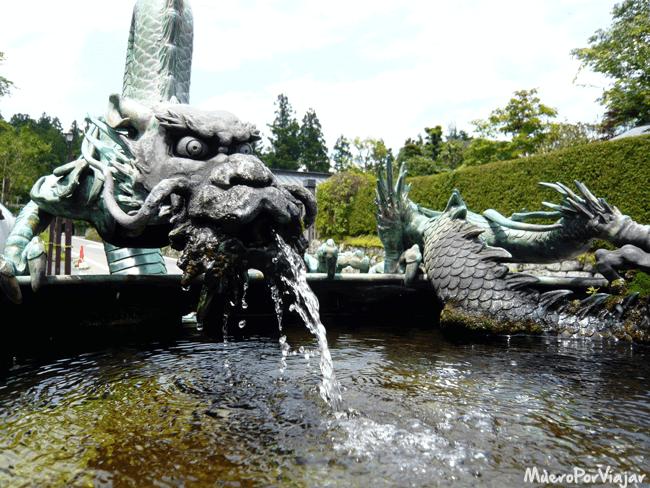 Fuente de dragón del Templo Rinnoji