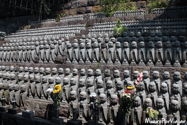 En el tempo Hase Dera se encuentran miles y miles de pequeñas estatuas de buda