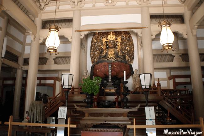 El Buda de madera de Engaku-ji