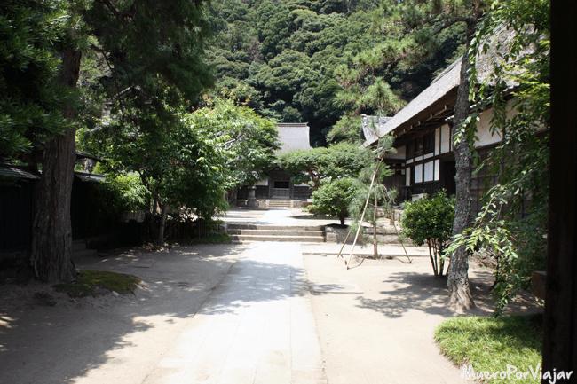 Los templos tienen unas zonas de paseo muy relajantes, como en el templo de Engaku-ji