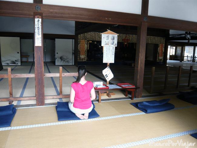Momento de espiritualidad en el templo Kencho-ji