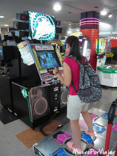 Pudimos probar los míticos videojuegos de baile de Japón