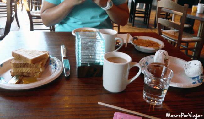 Desayunando para coger energia a tope!