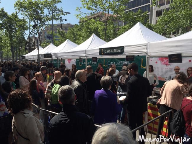 El Passeig de Gracia se llena de paradas donde encontrar las firmas de los escritores más famosos