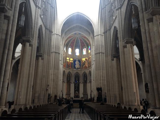 Interior de la Catedral de la Almudena, Madrid