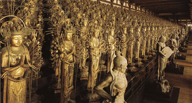 Interior del Templo Sanjusangen-do, Kioto (Japón). Fotografía de internet (no se permiten fotos en el interior)