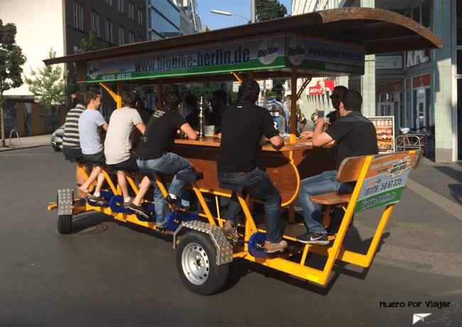 Curioso vehículo festivo (Berlín, Alemania)