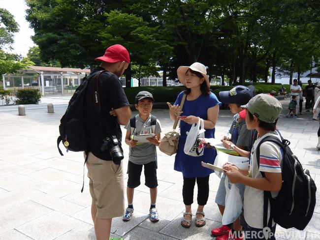 #ElCámaraResignado intentando ayudar a los niños japoneses con el inglés