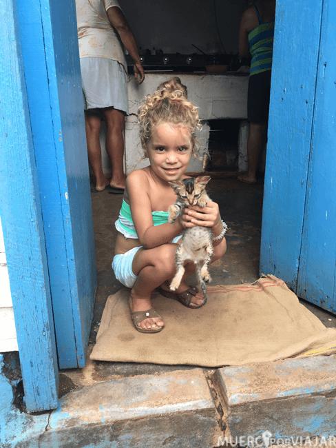 Melanie y su gatito