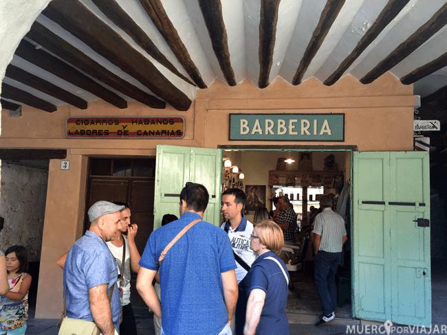 Antigua barbería donde se hace una de las paradas de la ruta en Salás de Pallars