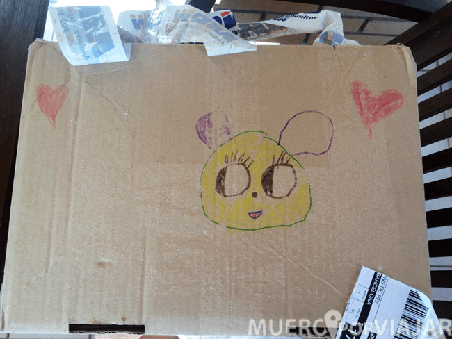 La caja venía con un bonito dibujo de los hijos de Victor