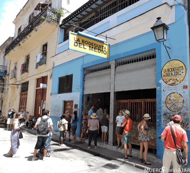 La muy famosa Bodeguita del Medio es una parada obligada en la visita por la Habana