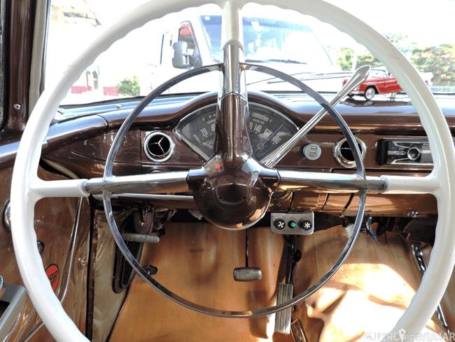 El interior del coche de los años 70 que nos llevo re ruta