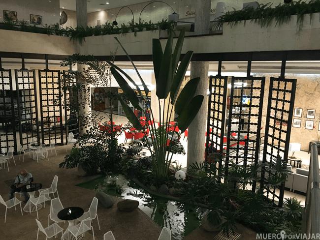 Recepción del hotel Tryp Habana Libre