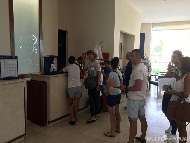 Cola para hacer el check-in en el hotel Meliá Marina Varadero