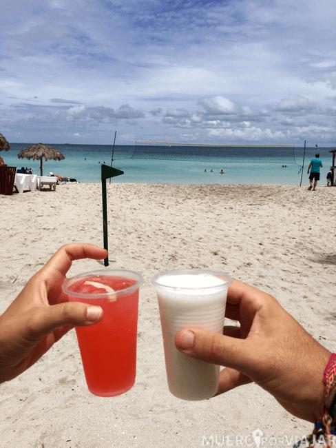 Coctel en la playa del hotel Meliá Marina Varadero