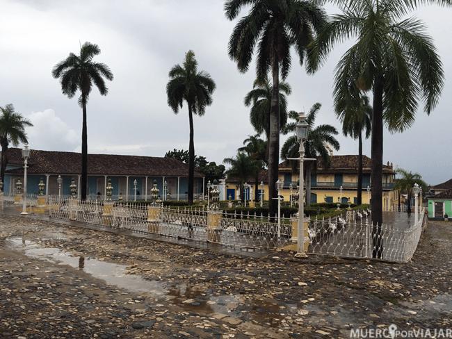 Parque central de Trinidad, algo mojado