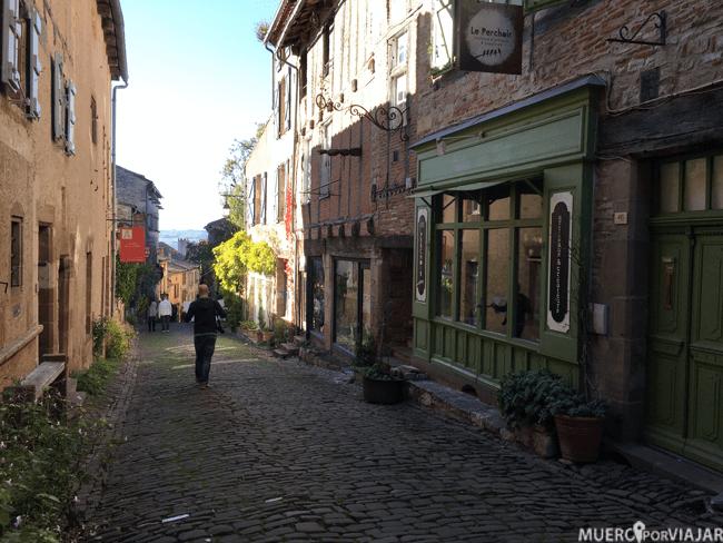 Las calles del pueblo evocan los recuerdos románticos de los cuentos