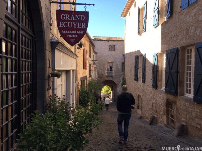 #ElCámaraResignado paseando feliz por las calles de Cordes-Sur_cel