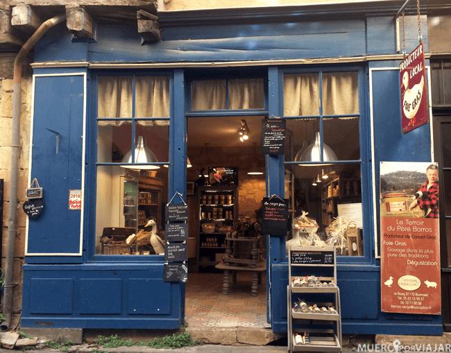 Las tiendas y establecimientos han conservado ese toque antiguo del pueblo