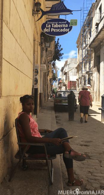 Aún siendo la capital en la Habana podemos encontrar estampas más típicas de pueblo que de ciudad