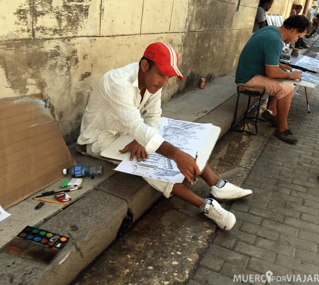 Artistas dibujando el casco histórico de La Habana